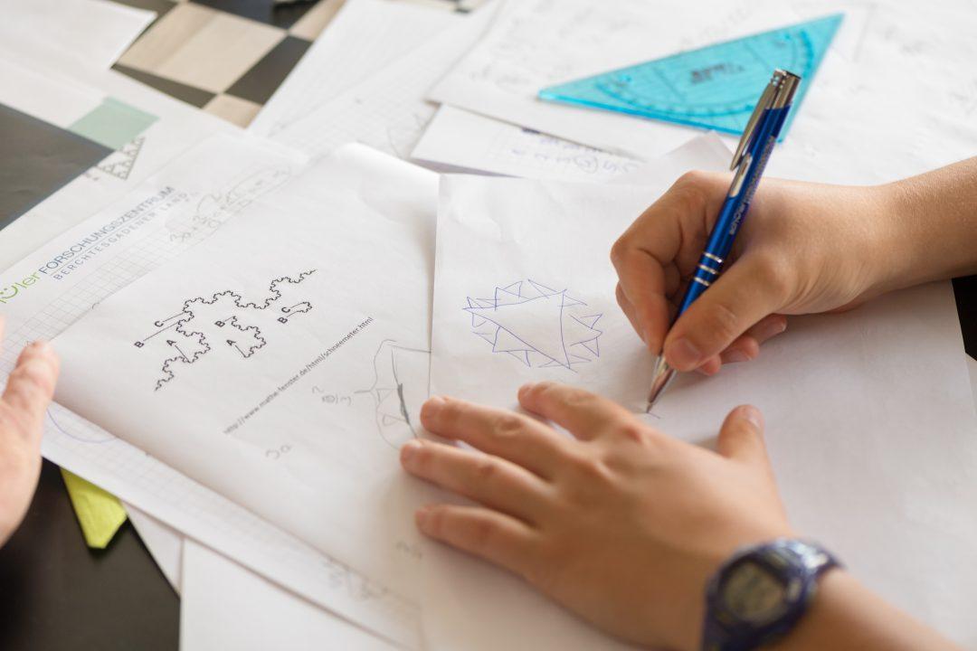 Gestaltung von Lernmaterial: Wie Integration von Abbildung und Text das Lernen erleichtert